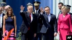 美国总统川普、第一夫人梅拉尼亚和波兰总统杜达、第一夫人阿格塔在波兰华沙克拉辛斯基广场(2017年7月6日)