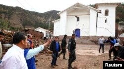 Peru's President Ollanta Humala (L) visits a damaged area after a 5.1 magnitude earthquake hit Paruro, Cuzco, Sept. 28, 2014, in this Presidencial handout photo.