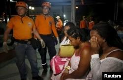 2016年4月16日厄瓜多尔发生强震后现场的救援人员和民众(2016年4月16日)