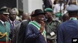 Presidente nigeriano promete o reforço da democracia