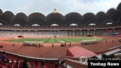 21일 2015 제2회 국제 유소년 U-15(15세 이하) 축구대회가 개막한 평양 능라도 5.1 경기장