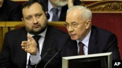 Ukraine's Prime Minister Mykola Azarov right, and First Vice Prime Minister of Ukraine Serhiy Arbuzov, left, attend a parliament session in Kyiv, Ukraine, Nov. 22, 2013.