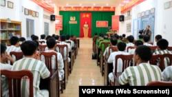 Phạm nhân tại trại giam Công an Lâm Đồng dự lễ đặc xá của Chủ tịch nước năm 2016. Hơn 3.000 tù nhân, gồm cả quốc tịch Mỹ, được đặc xá trong dịp Quốc khánh 2/9 năm nay.