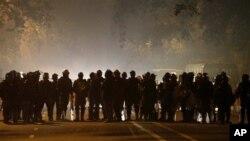 Cảnh sát Ấn Độ được huy động để ngăn chặn biểu tình tại New Delhi.