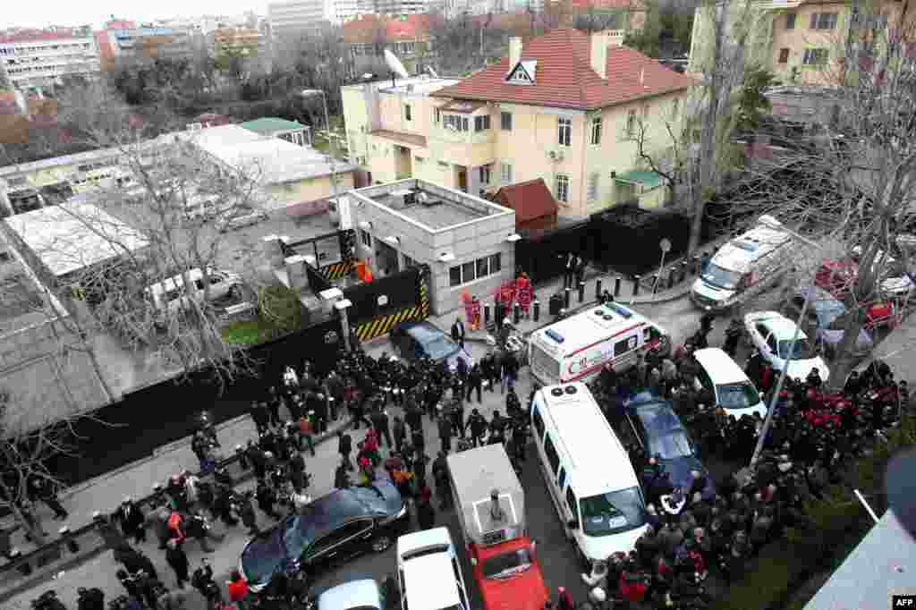 A general view shows police and forensic experts working at the site of a blast outside the US Embassy in Ankara, February 1, 2013.