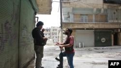 Şervanên Yekîneyên Parastina Gel (YPG) li taxa Şêx Maqsud ya Helebê, Gulan 9, 2013