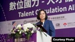"""台湾总统蔡英文6月12日出席""""数位国力—人才循环大联盟白皮书发表会""""时致词。(台湾总统府提供)"""