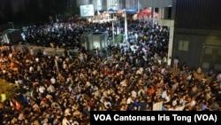 超過10萬人參與10月25日晚包圍政府總部集會,要求港府交待港視不獲發免費電視牌照原因