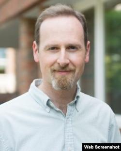 达特茅斯学院政府问题教授副教授史蒂芬·布鲁克斯 (达特茅斯学院网站)