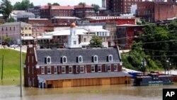 De nombreuses maisons inondées dans le bassin du Mississippi
