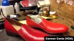 Los zapatos de Benedicto XVI fueron diseñados en el taller de Arellano.