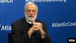 前美国朝核问题首席谈判代表罗伯特·格鲁齐3月23日在大西洋理事会。(美国之音林枫拍摄)