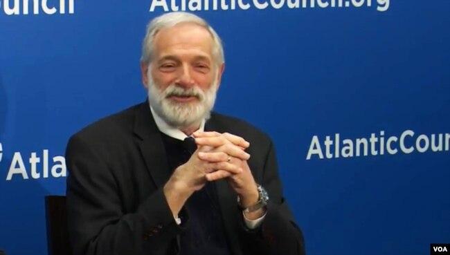 前美國朝核問題首席談判代表羅伯特·加盧奇3月23日在大西洋理事會。 (美國之音林楓拍攝)