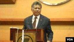 Sekjen ASEAN, Surin Pitsuwan mencemaskan meningkatnya ketegangan dalam sengketa Laut Cina Selatan (foto: dok).