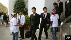 Các viên chức làm việc tại văn phòng Tổng chưởng lý Thái Lan rời văn phòng sau lời yêu cầu của người biểu tình chống chính phủ, Bangkok, Thái Lan, 23/1/14
