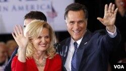 Tras la victoria, Mitt Romney habló ante sus partidarios junto a su esposa Ann.