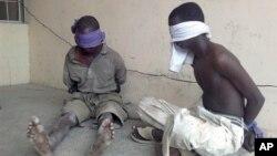 Suspeitos membros da Boko Haram capturados por militares nigerianos, Mar 2012