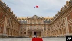 法国巴黎凡尔赛宫举行仪式用的红地毯