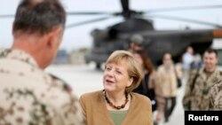 Kanselir Jerman Angela Merkel mengadakan kunjungan mendadak ke pangkalan pasukan perdamaian PBB Bundeswehr di Kunduz, Afghanistan (10/5).