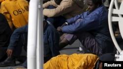 Imigrantes na costa da Itália
