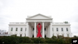 The White House in Washington is decorated with a red ribbon to commemorate World Aids Day, 30 Nov 2010