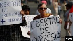En México los ciudadanos del país realizan constamente protestas para exigir se respete su derecho a ser informados líbremente por la prensa.