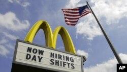 El sector de servicios fue el que más puestos de trabajo creó en julio, con 148.000 nuevas contrataciones.