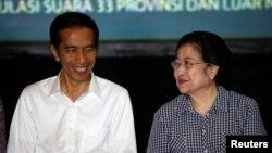 Ông Gunawan là một nhân vật thân cận với bà Megawati Sukarnoputri (phải), chủ tịch đảng Tranh đấu Dân chủ Indonesia, mà Tổng thống Widodo (trái) là một thành viên.
