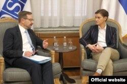 Generalni sekretar OEBS-a Tomas Greminger razgovara sa premijerkom Srbije Anom Brnabić, tokom sastanka u Beogradu, 9. oktobra 2019. (Foto: Zvanični sajt Vlade Srbije)
