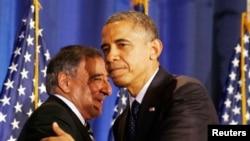 2012年12月,美国总统奥巴马(右)和时任国防部长的帕内塔在华盛顿国防大学。(资料照片)