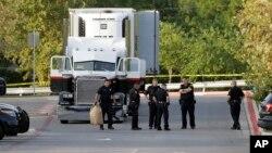 美国德州圣安东尼奥警方调查卡车人口走私事件(2017年7月23日)