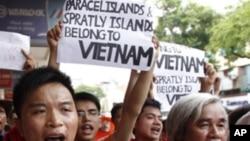 영유권 분규로 반중시위를 벌이는 베트남인들