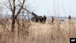 2015年2月17日德巴尔切夫北部约20公里处的乌克兰火炮