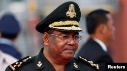 """Tướng Hing Bun Hieng, người đứng đầu Đơn vị Vệ sĩ Thủ tướng Chính phủ (PMBU), bị chế tài vì """"lãnh đạo của một thực thể dính líu đến việc xâm phạm nhân quyền nghiêm trọng."""""""