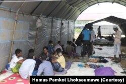 Para pengungsi etnis Muslim-Rohingya di kamp pengungsian di gedung Balai Latihan Kerja (BLK) Kota Lhokseumawe, Aceh, Kamis, 10 September 2020. (Foto: Courtesy/Humas Pemkot Lhokseumawe)