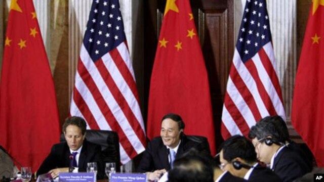 U.S. Treasury Secretary Timothy Geithner, China's Vice Premier Wang Qishan, May 2011 (file photo).