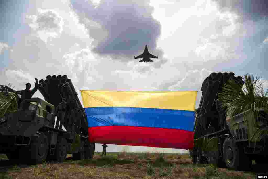 "A Russian-made Sukhoi Su-30MKV fighter jet of the Venezuelan Air Force flies over a Venezuelan flag tied to missile launchers, during the ""Escudo Soberano 2015"" (Sovereign Shield 2015) military exercise in San Carlos del Meta in the state of Apure, April 15, 2015."