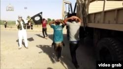 Des djihadistes prenant des otages au Moyen Orient (VOA)