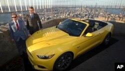 El Ford Mustang 2015 en exhibición en el Empire State Building.