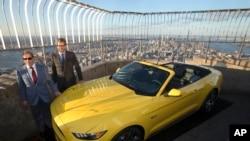 福特野馬跑車在紐約帝國大廈86層的觀景台上展示