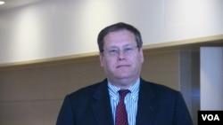 ABŞ dövlət katibinin iqtisadivə biznes üzrə köməkçisinin məsul müavini Kurt Tonq