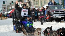 Defending Iditarod Trail Sled Dog Race champion Dallas Seavey waves to the crowd at the start line of the 1,600-kilometer (1,000-mile) race, in Anchorage, Alaska, March 5, 2016.