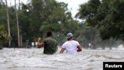 Kota Mandeville di negara bagian Louisiana, AS, dilanda banjir pasca dilanda badai tropis Barryyang mengguyurkan hujan lebat sepanjang akhir pekan ini (13/7).