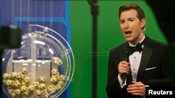 Host Sam Arlen speaks as the winning Powerball numbers are about to be drawn at the Florida Lottery studio in Tallahassee, Florida, Jan. 9, 2016.