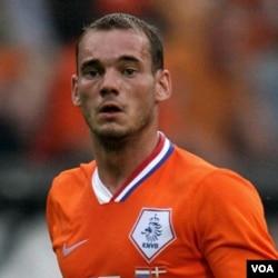 Wesley Sneijer, tombak tim Oranye, menjadi calon kuat peraih Bola Emas untuk Piala Dunia kali ini, bersaing dengan salah satunya, David Villa.