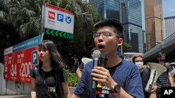 Les activistes prodémocratie, Agnes Chow, à gauche, et Joshua Wong, à droite, Hong Kong, le 21 juin 2019.