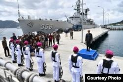Presiden Joko Widodo saat mengunjungi perairan Natuna dan memeriksa kesiapan pasukan Bakamla di lapangan, hari Rabu, 8 Januari 2020. (Courtesy: Setpres RI).