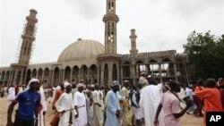 지난 8일 나이지리아 마이두구리에 건설 중인 이슬람 사원. 12일 이곳에서 35킬로미터 떨어진 사원에서 무장 괴한의 공격으로 44명이 사망했다. (자료사진)