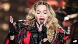 歌星麦当娜2015年9月在一次演唱会上 (资料照片)