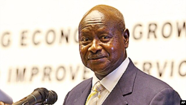 Rais wa Uganda Yoweri Museveni akizungumza na waandishi.